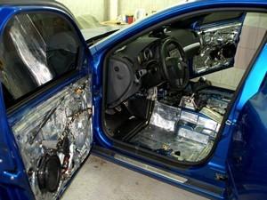 Установка шумо- и теплоизоляции на автомобили Nissan в Сургуте и в Сургутском районе
